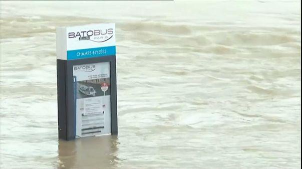 Parigi a rischio alluvione, anche il Louvre in allerta