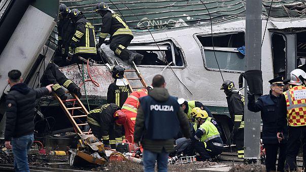 Milan train crash 'leaves at least three dead'