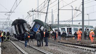 Al menos tres muertos al descarrilar un tren en Milán