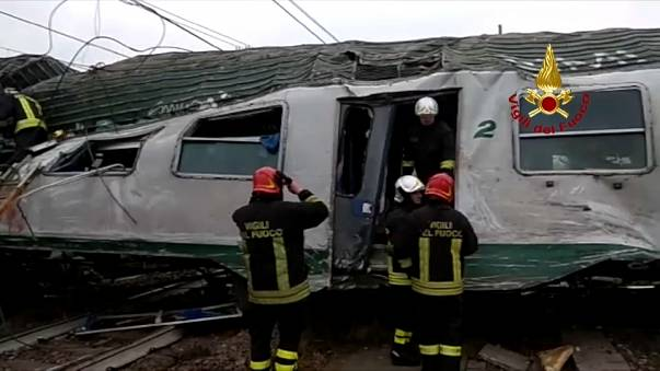 Поезд сошел с рельсов в Италии
