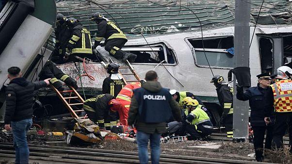 مقتل ثلاثة أشخاص في حادث قطار بإيطاليا