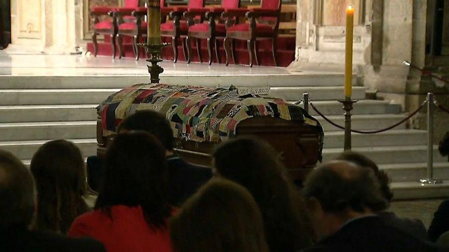 Adiós al poeta Nicanor Parra en la Catedral de Santiago