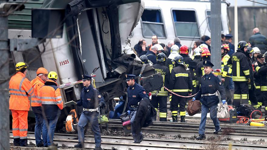 Olasz vonatbaleset: keresik az okokat
