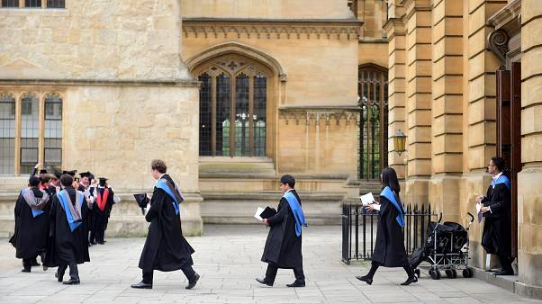 لأول مرة تتفوق الطالبات على الطلاب بالعدد في جامعة أكسفورد