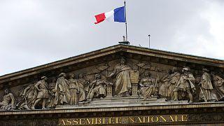الجمعية العامة الفرنسية تمنع الرموز الدينية الظاهرة داخل قبة البرلمان