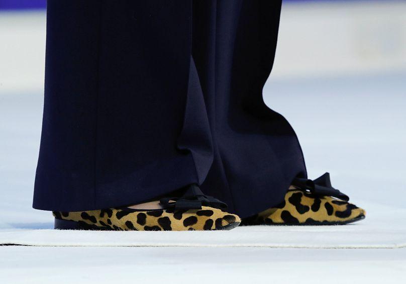 Le scarpe di Theresa May durante il suo discorso a Davos