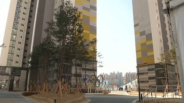 Észak-koreaiak az olimpiai faluban