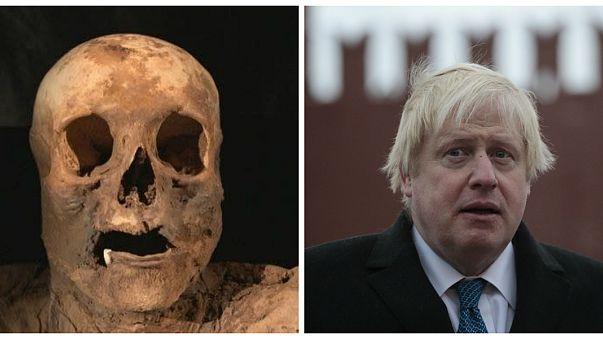 وزير الخارجية البريطانية بوريس جونسون وجثة جدته السادسة