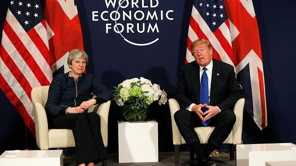 """Theresa May et Donald Trump : une """"excellente relation"""" ?"""