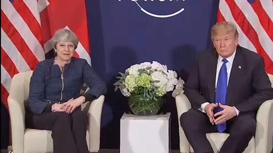 Trump és May Davosban: új szelek Washington és London között