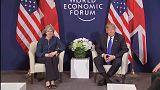 Trump y May estrechan lazos en Davos