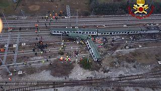 Entgleister Zug in einem Vorort von Mailand