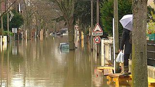 1000 Haushalte ohne Strom: Seine überflutet Pariser Umland