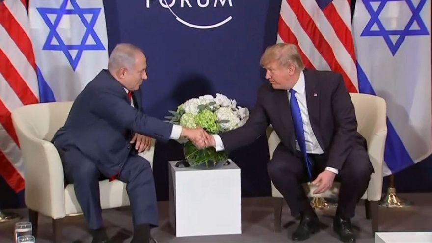 Trump reafirma sintonia com Israel e ameaça cortar ajudas aos palestinianos