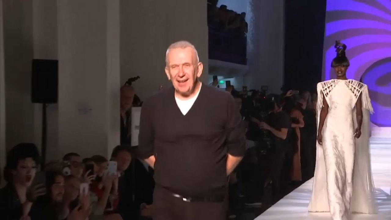 Gaultier homenajea a su maestro Pierre Cardin