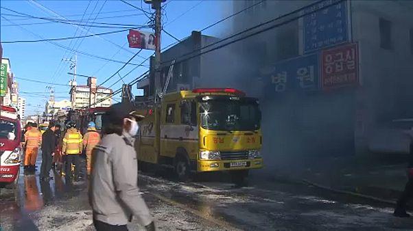 Több mint 40 halott a dél-koreai kórház tűzben