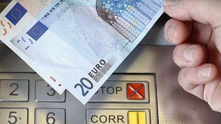 فنلندا تعتزم محاربة البطالة بإعطاء العاطلين المزيد من أموال الإعانات