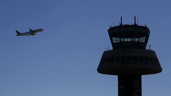 رقص با باد؛ مهارت خلبان در فرودگاه دوسلدورف آلمان