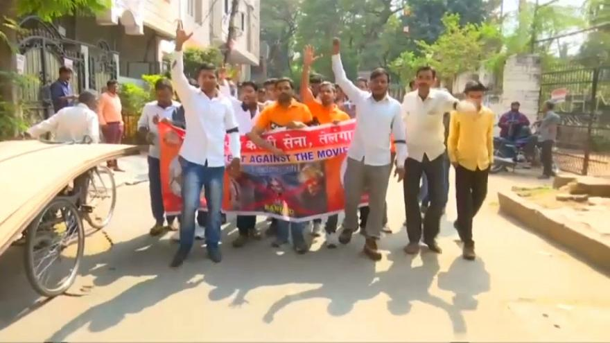 Disturbios por el estreno de una película épica en India