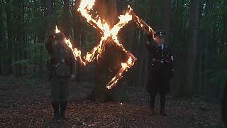 شاهد .. مقطع فيديو يظهر كيفية احتفال النازيين الجدد بيوم ميلاد هتلر