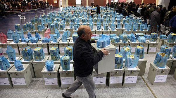 Κύπρος: «Μάχη» για τους αναποφάσιστους ψηφοφόρους λίγο πριν τις κάλπες