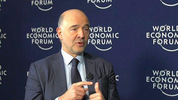 """Moscovici defende """"caminho europeu"""" face à """"América Primeiro"""" de Trump"""