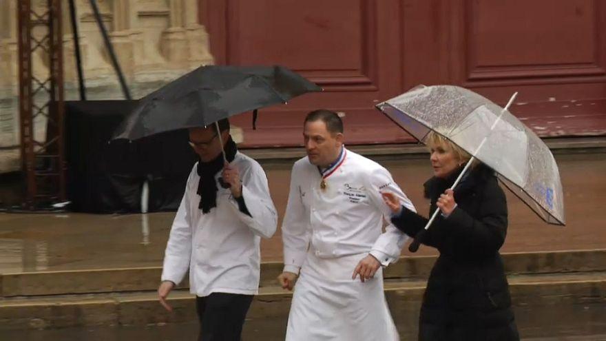 Los chefs se despiden de su jefe, Paul Bocuse