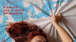 تشابه نقطه ارگاسم و پایتخت لیتوانی در یک پوستر تبلیغاتی