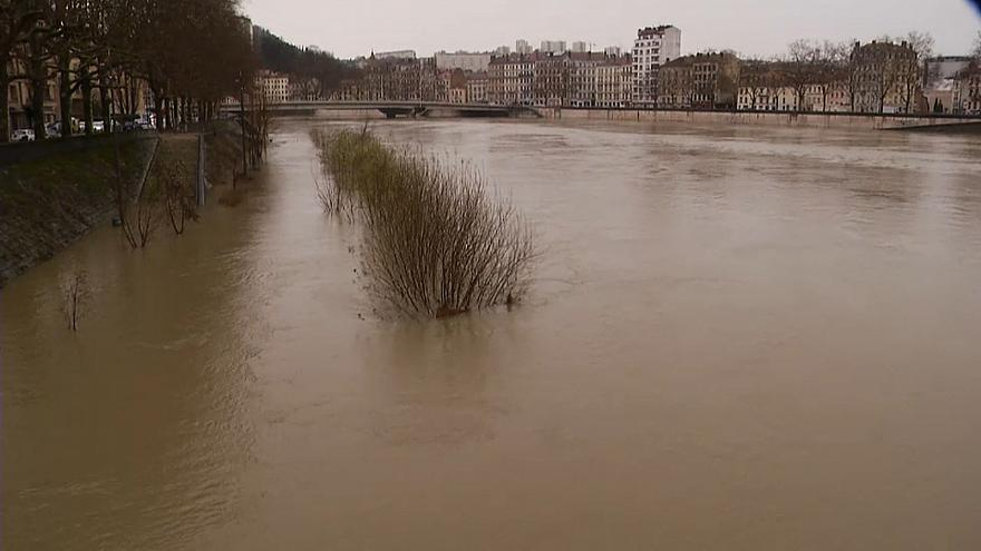Lyon's twin rivers threaten floods as Rhone & Saone rise