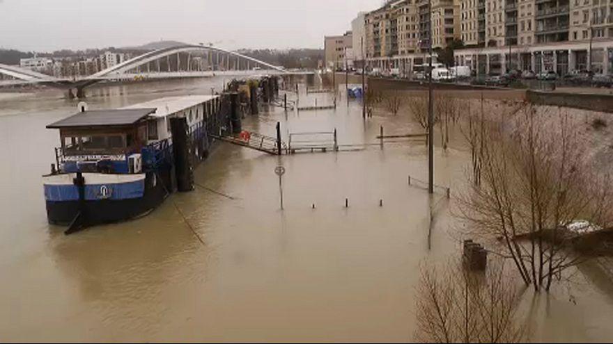 Áradnak a folyók Lyonban