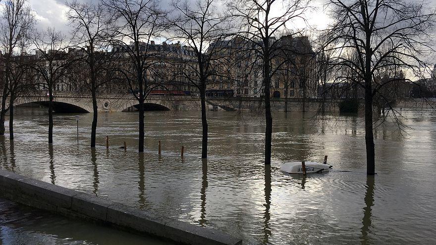 Rio Sena continua a subir e já inunda partes de Paris