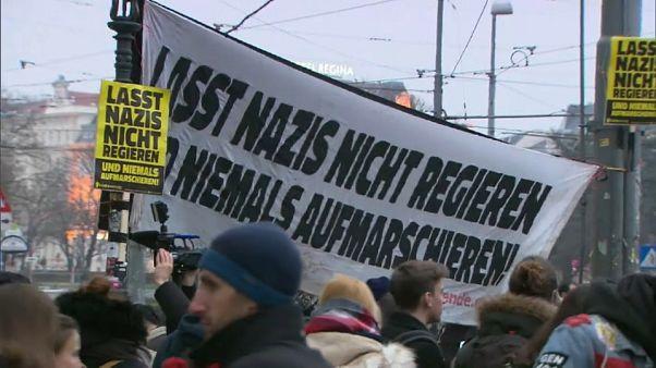 Austria, proteste contro le canzoni naziste