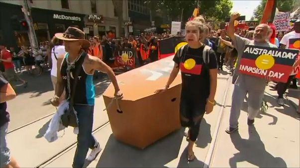 """Milhares manifestam-se contra """"Dia da Austrália"""""""