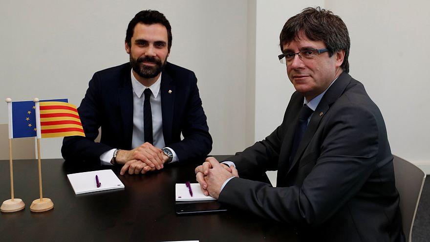 Roger Torrent und Carles Puigdemont in Brüssel