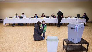 Zeman oder Drahos? Präsidenten-Stichwahl in Tschechien