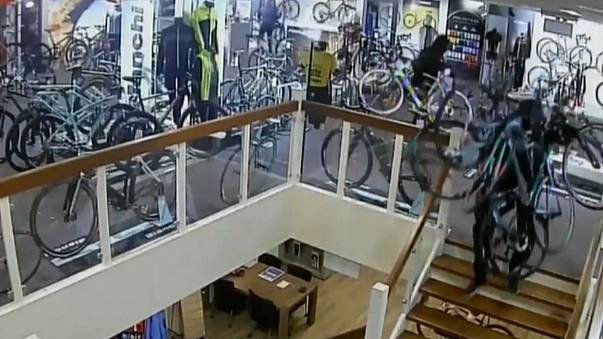 Watch: thieves steal €100,000 of bikes from Dutch store