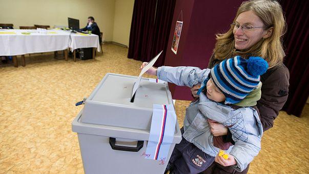 Les Tchèques appelés aux urnes pour choisir leur président