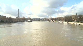 Die Seine in Paris steigt und steigt