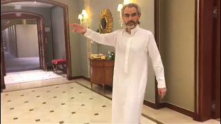 الأمير الوليد بن طلال داخل فندق الريتز كارلتون الرياض