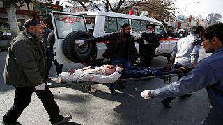 مقتل وإصابة العشرات في انفجار سيارة عند نقطة تفتيش في كابول