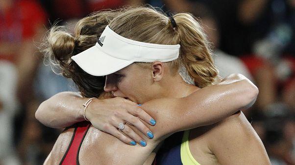 Caroline Wozniacki und Simona Halep nach dem dreistündigen Duell