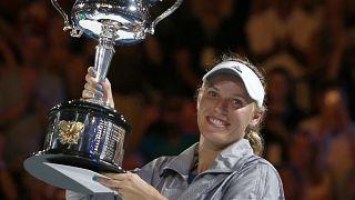 Возняцки победила Халеп в финале Australia Open