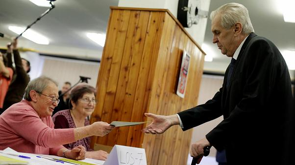 Tchéquie : Milos Zeman remporte la présidentielle