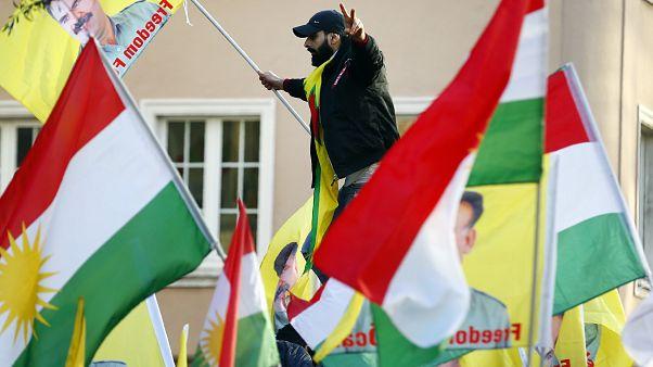 Milhares de curdos protestam contra a Turquia