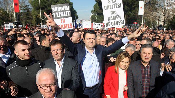 Arnavutluk'da Ram'a Hükümeti protesto edildi