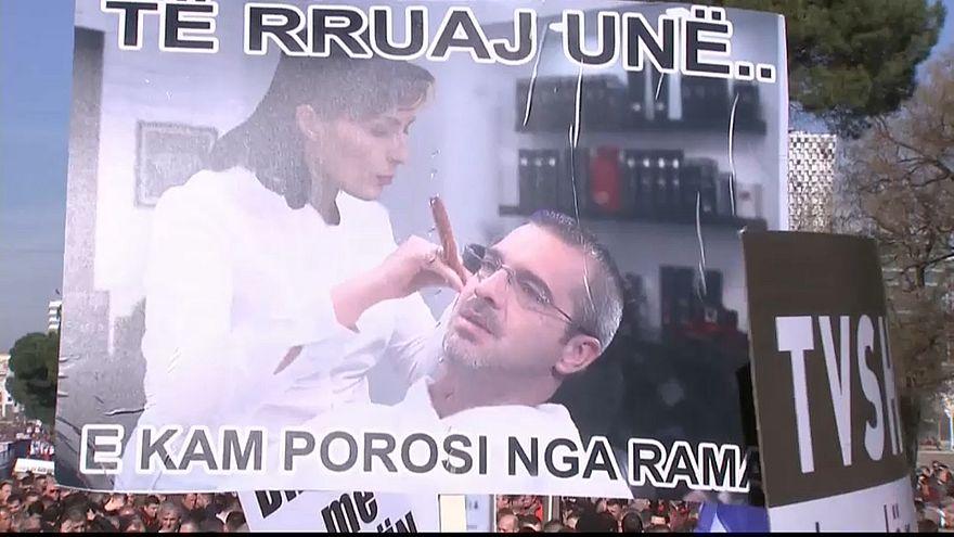 "Albania in piazza: ""Rama vattene"""