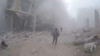 مشاهد الدمار بعد قصف الحكومة السورية على منطقة الغوطة قرب دمشق