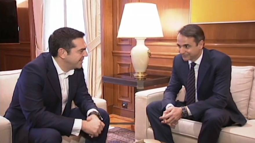 Alexis Tsipras busca apoyos en la oposición ante las negociaciones con Skopie