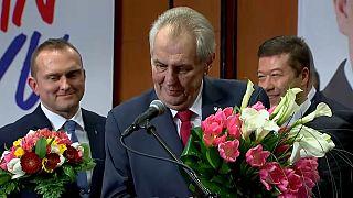 El euroescéptico Zeman gana las presidenciales checas y revalida el cargo