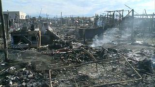 مقتل امرأة وإصابة اثنتين في حريق التهم مخيماً للمهاجرين بإيطاليا